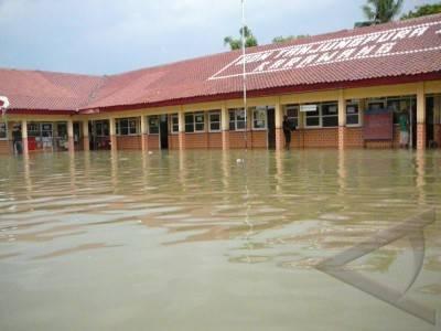 Sepuluh Tahun Mengajar di Tengah Banjir