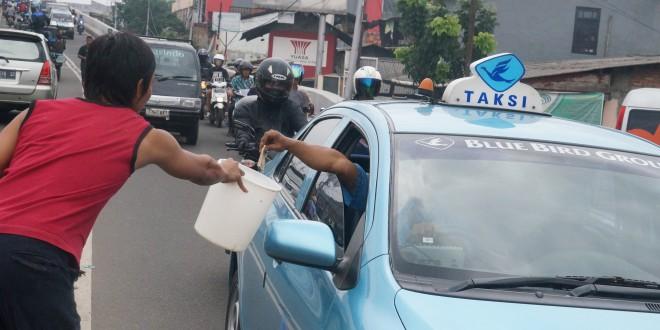 Kisah Ade: Menguak Sisi Lain Banjir Jakarta