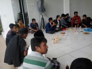 Silaturahmi HMI dan PMII dengan Pengungsi Syiah Sampang
