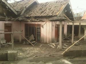Rumah korban debu vulkanis letusan gunung Kelud