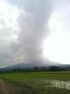 Kepulan debu vulkanis letusan gunung Kelud