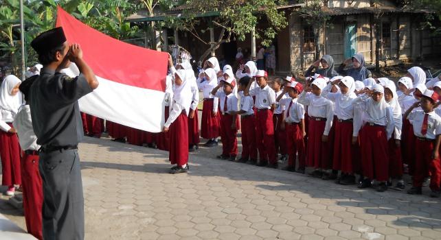 Para Pendidik Bicara Hormat Bendera