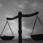 Menjinjing Korban, Menjunjung Hukum untuk Semua