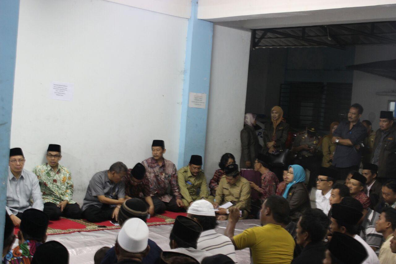Kunjungan Menag Lukman Hakim Saifuddin di pengungsian Muslim Syiah Sampang