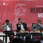 Jalaluddin Rakhmat (kanan)