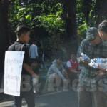 Remaja Karbala: Membagikan Air Minum, Mengingatkan Kehausan Al Husein