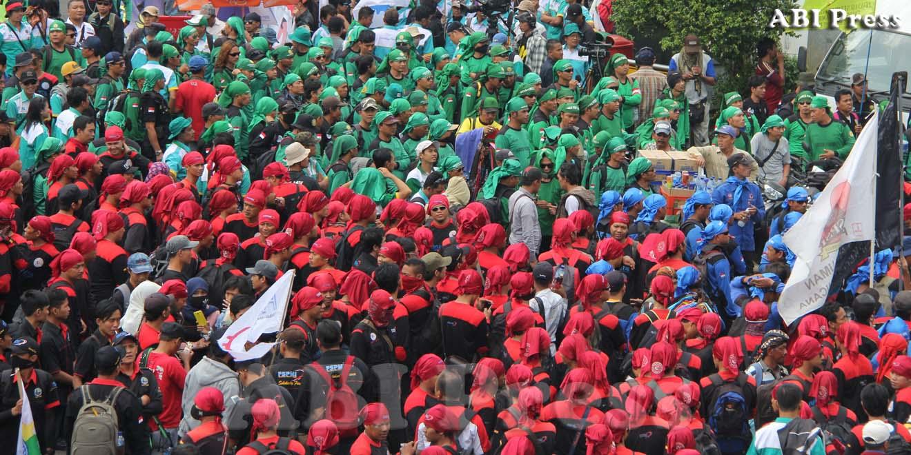 Kuasai Bundaran HI, Buruh Tuntut Tujuh Hal Kepada Jokowi