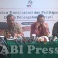 (dari kiri) Richard Louhenapessy, Abraham Samad, dan Syahrul Yasin Limpo