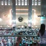ABI Press_Pasangan turis Asing di Masjid Istiqlal