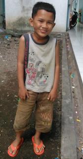 Makmun (8 Tahun), salah satu anak di pengungsian.