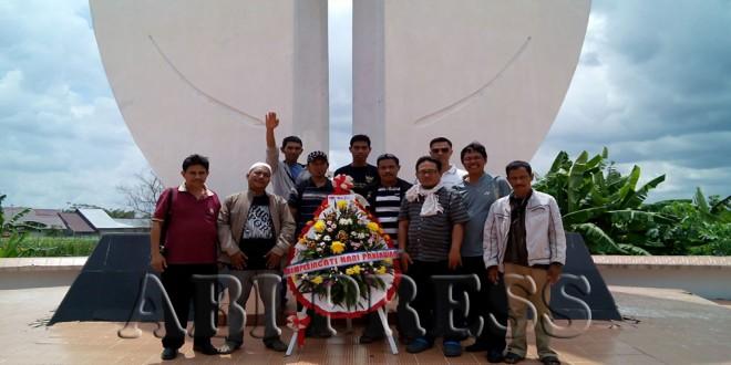 Sambut Hari Pahlawan DPW ABI Kalbar Ziarahi TMP Dharma Patria Jaya