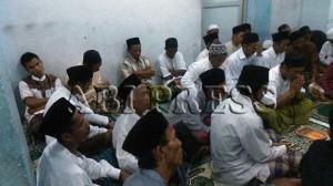 doa-Pengugsi-Muslim-Syiah-Sampang-untuk-Korban-Banjir-Sampang-2