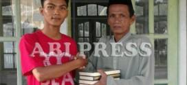 Pasca Ramadhan, FAUSAN Ketapang dan Kubu Raya Salurkan Hibah Alquran