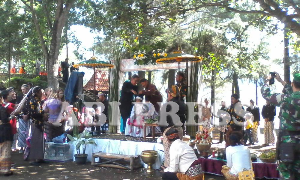 Festival Potong Rambut Gembel Khas Wonosobo