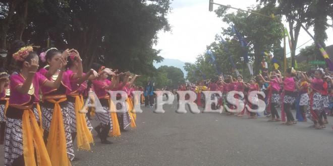 Tari Geol 1000 Siswi SD Marakkan Hari Jadi Banjarnegara