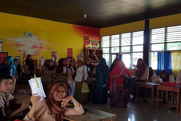 Kunjungi Sekolah SMA, Muslimah ABI Sulsel Perkenalkan Figur Fathimah Az-Zahra