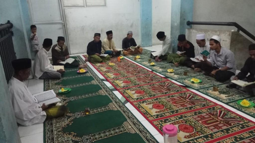 tadarus-al-quran-di-bulan-ramadan-ke-6-pengungsi-sampang
