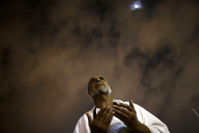 Ibadah: Salah Satu Nilai Kemanusiaan