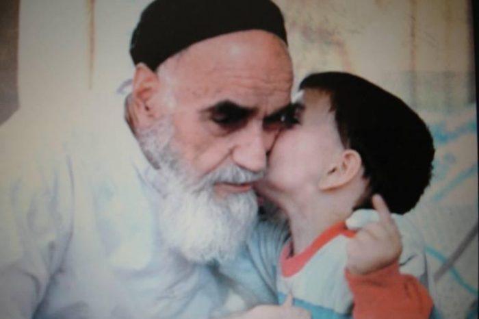 Imam Khomeini Begitu Menyayangi Anak Kecil