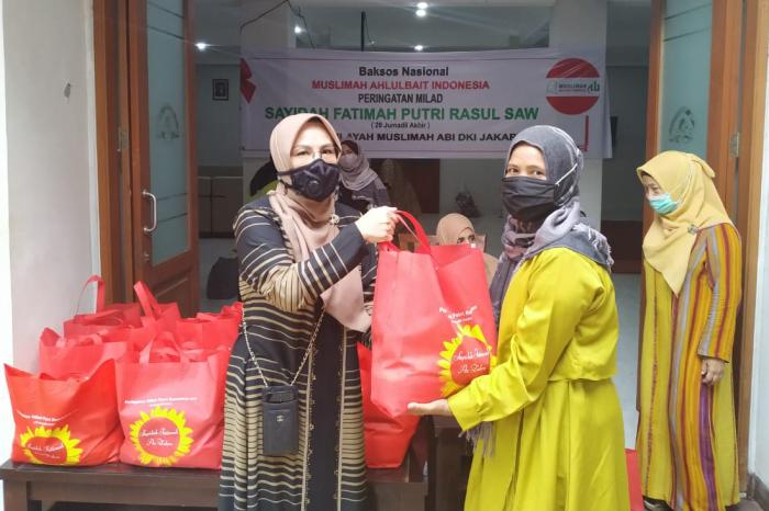 Meneladani Kedermawanan Sayyidah Fatimah, Muslimah Ahlulbait Indonesia DKI Jakarta Bagikan Sembako