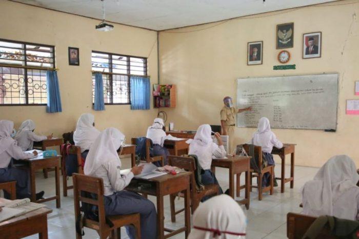 Nadiem: Sekolah Tatap Muka Bakal Dilakukan Juli 2021