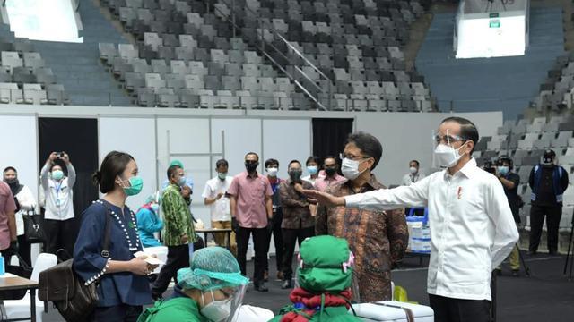 Jokowi Target 1 Juta Suntikan Vaksin Corona Per Hari