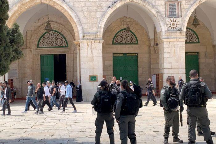 Pasukan Zionis Serang Demonstran Palestina di Masjid Al-quds